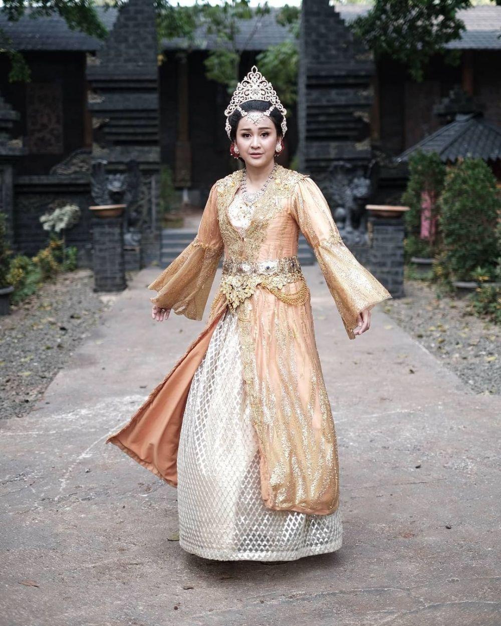 Kian Anggun, 10 Potret Aktris dalam Balutan Kostum Drama Kolosal