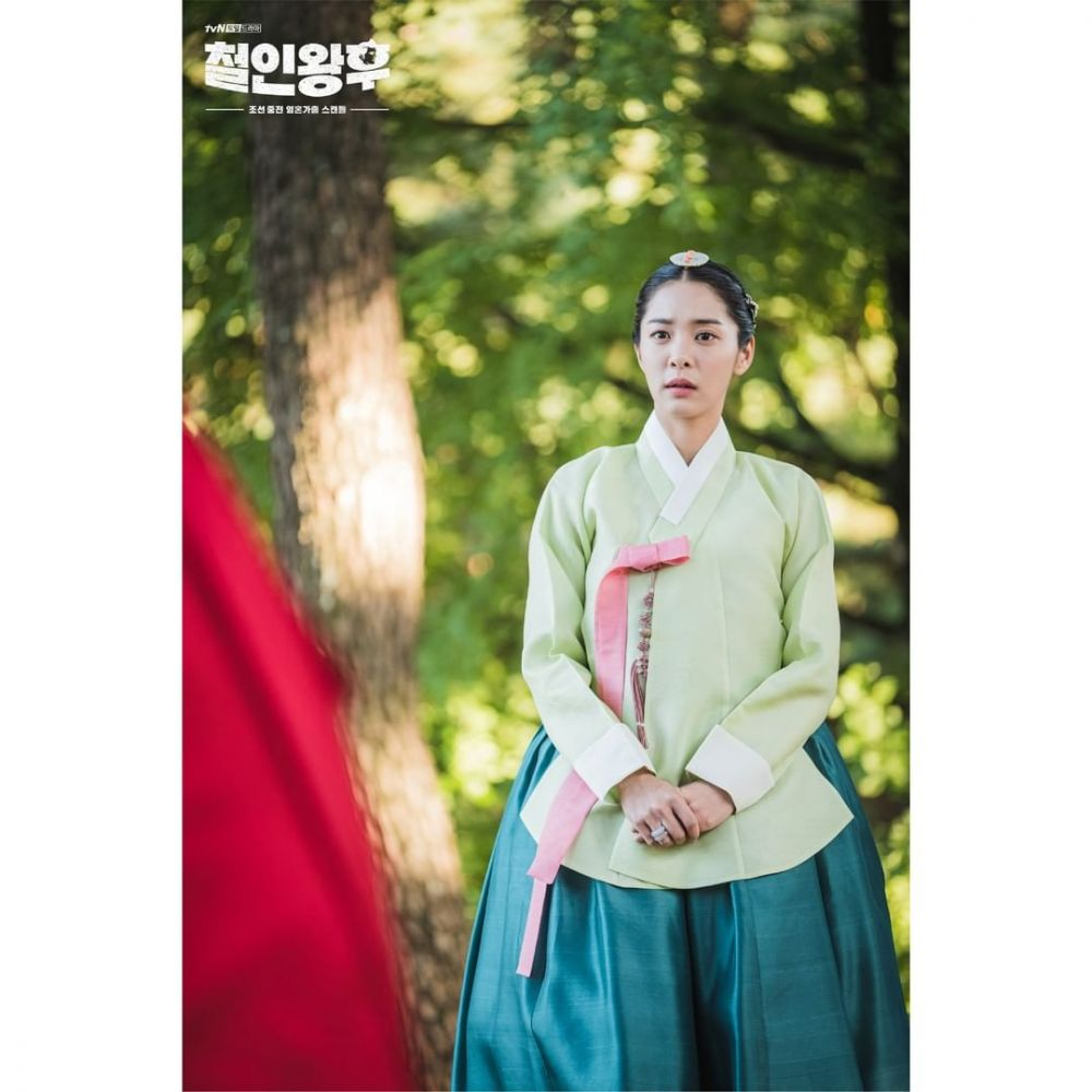 Jadi Saingan, 10 Adu Pesona Shin Hye Sun vs Seol In Ah di 'Mr. Queen'
