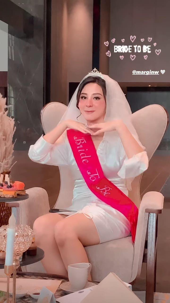 10 Momen Kejutan Bridal Shower Margin Wieheerm dari Sahabat