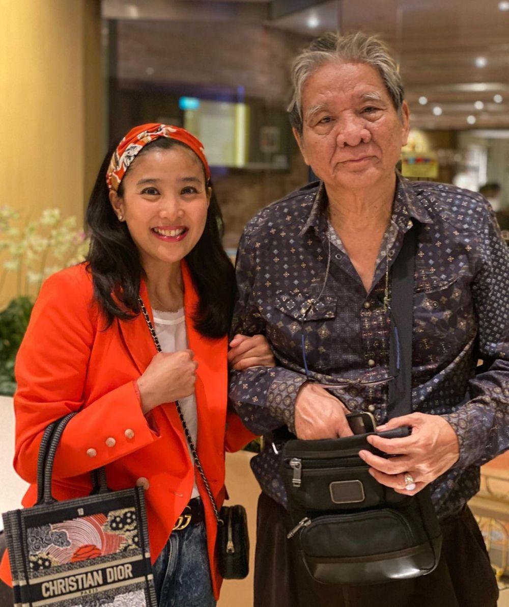 Jarang Disorot, 9 Momen Manis Kebersamaan Olivia Zalianty dan Ayahnya