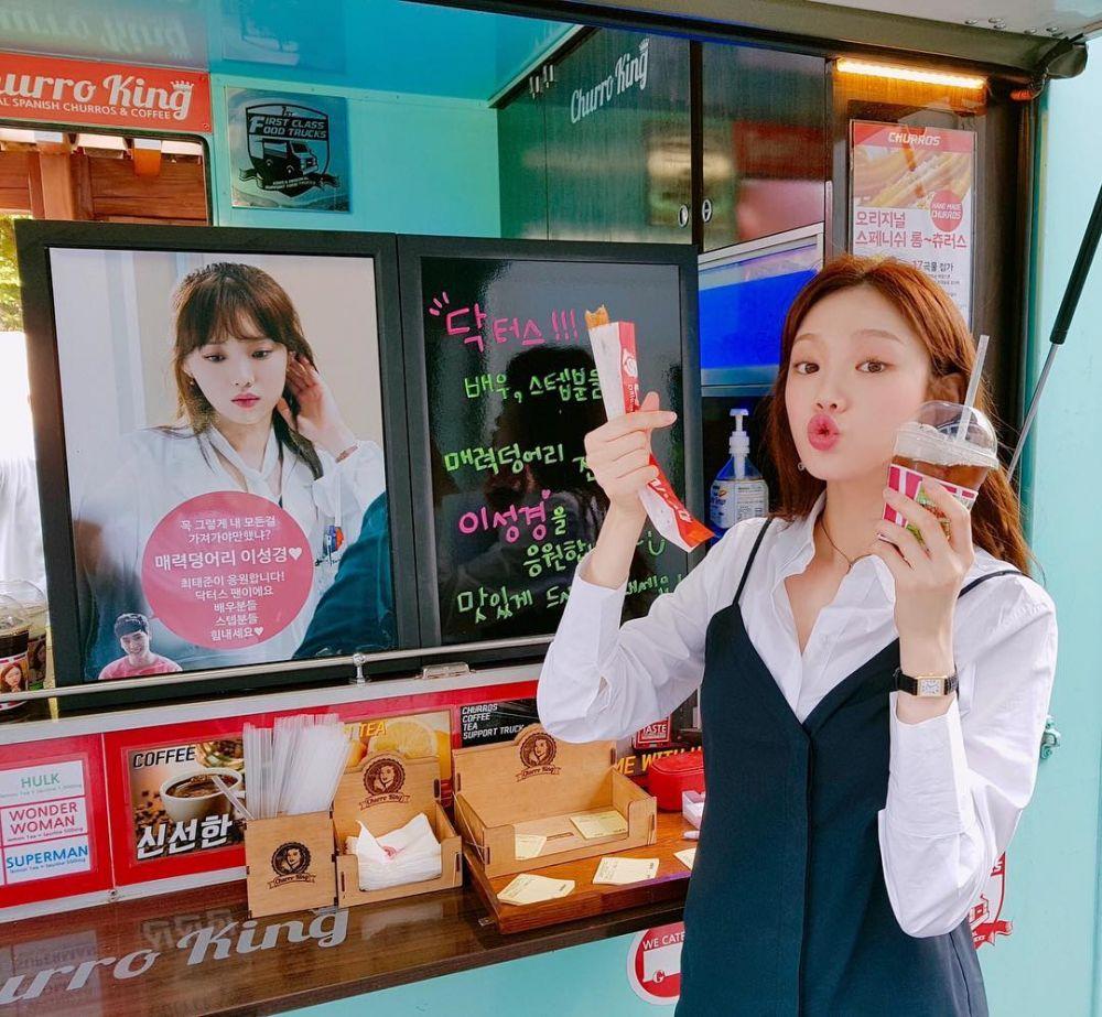 Bisa Dicoba, Ini 9 Ide Padu Padan Outfit Putih Ala Lee Sung Kyung