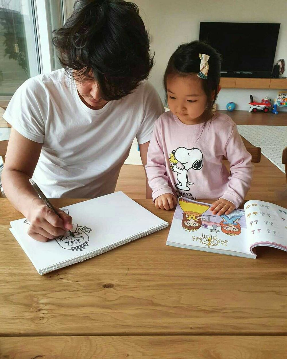 Gabung The Return of Superman, 10 Potret Yoon Sang Hyun saat Asuh Anak
