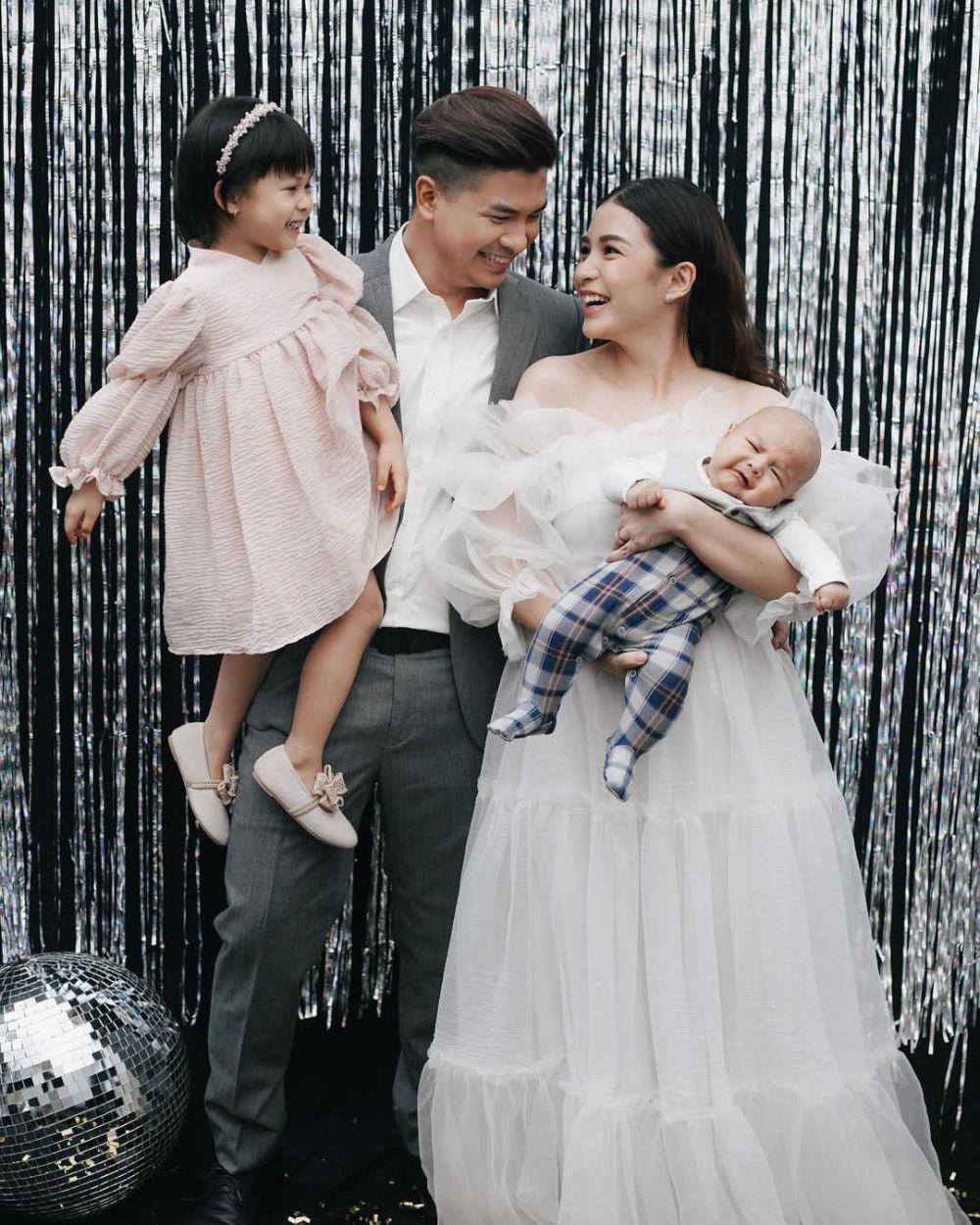 Keibuan Banget, 10 Momen Chelsea Olivia Momong Nastusha dan Baby Dante
