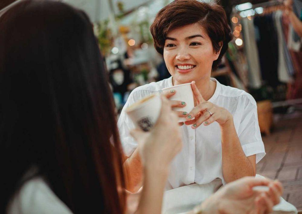 5 Cara Bijak Membantu Meringankan Beban Teman yang Baru Kena PHK