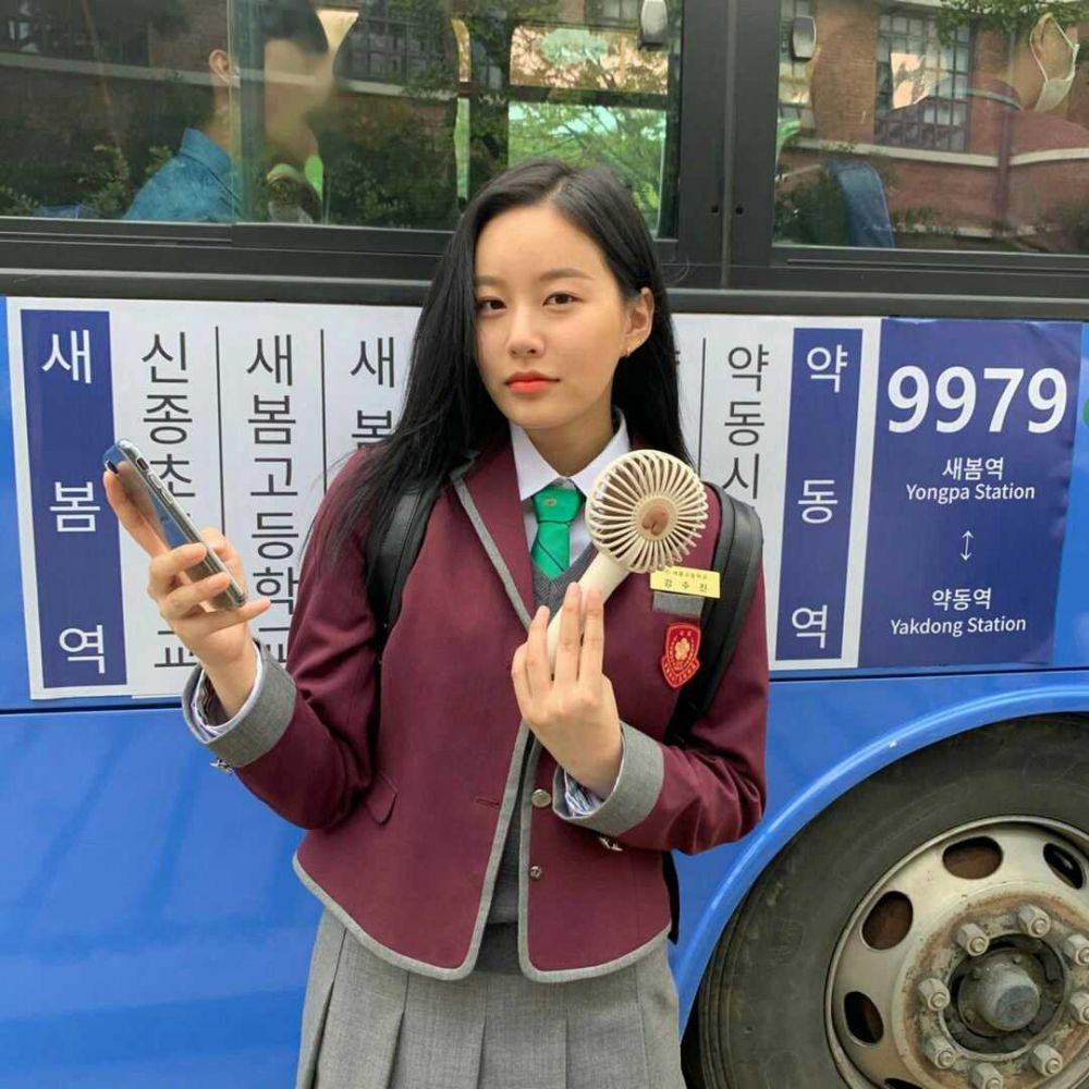 10 Potret Menawan Park Yoo Na di Balik Layar KDrama True Beauty