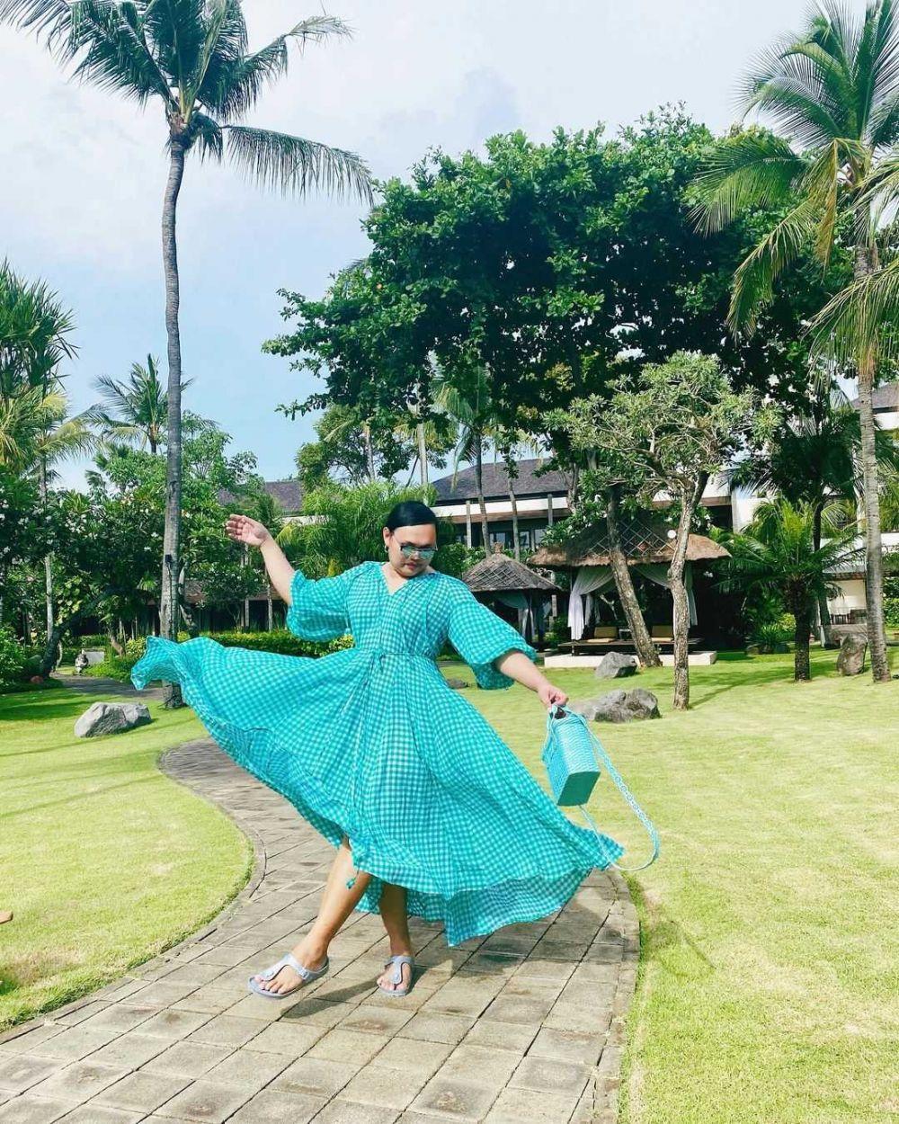 10 Potret Cetar Gaya Liburan Wanda Hara, Fashion Stylist Andalan Artis