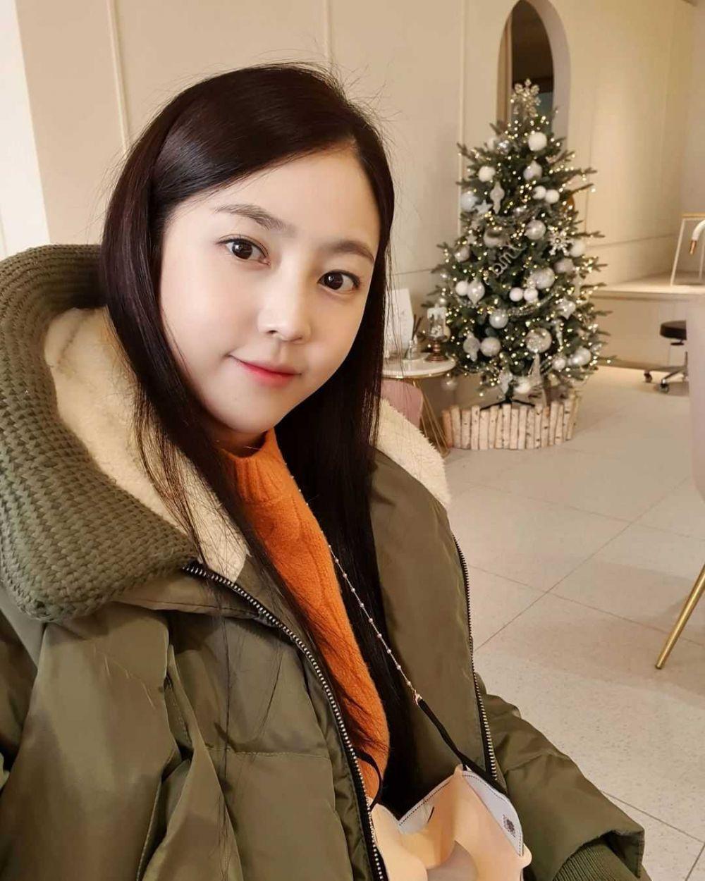 Populer di Miss Trot 2, 10 Potret Kim Sa Eun yang Makin Flawless!