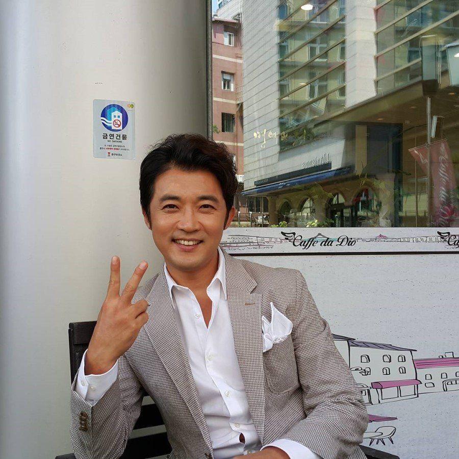 10 Potret Ahn Jae Wook, Comeback Jadi Dokter Bedah di KDrama Mouse