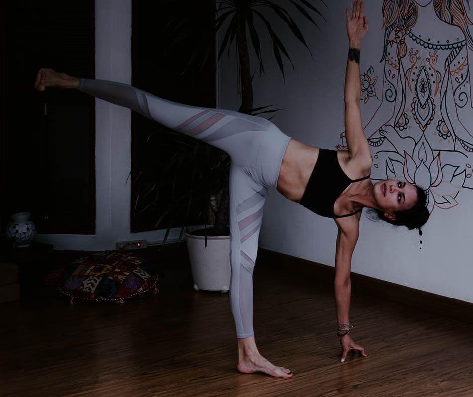 Ungkap Rahasia Body Goals, 9 Potret Sophia Latjuba saat Yoga