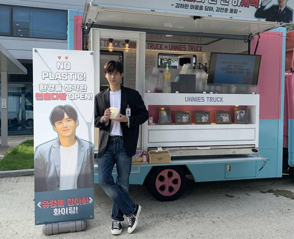 Anti Ribet, 10 Inspirasi OOTD Kim Seon Ho yang Cocok buat Kencan