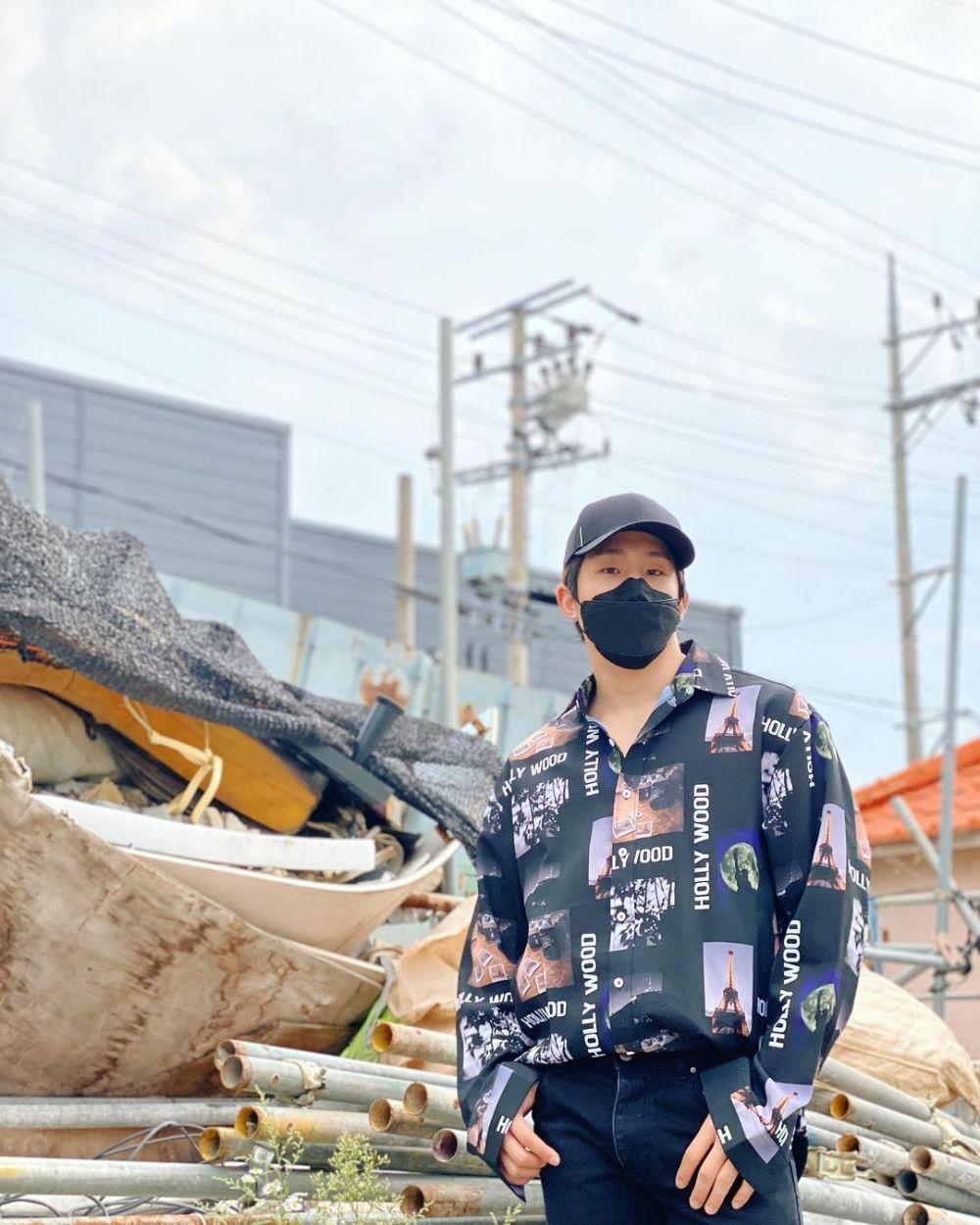 Memakai Topi dan Masker, 10 Idol KPop Pria Ini Sulit Dikenali