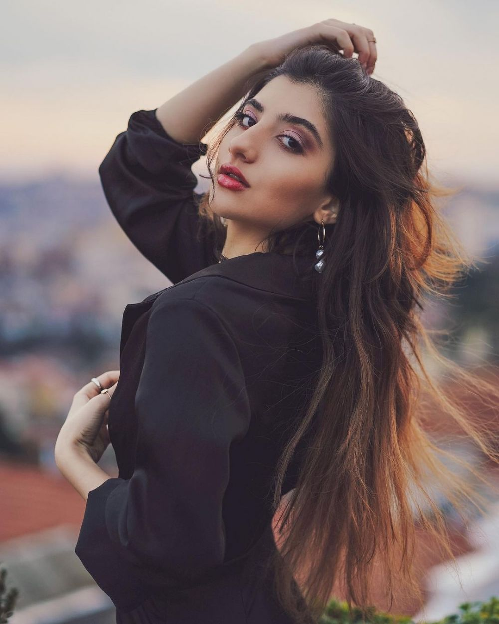 Bikin Kesengsem! 9 Pesona Miss Grand Iran 2020 Ayda Mirahmadi