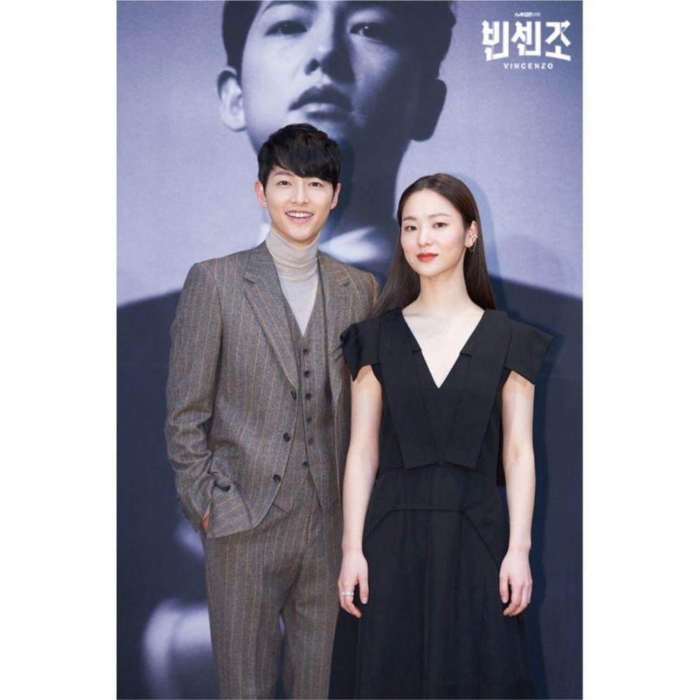 10 Chemistry Song Joong Ki dan Jeon Yeo Bin di Vincenzo, Bikin Gemas!