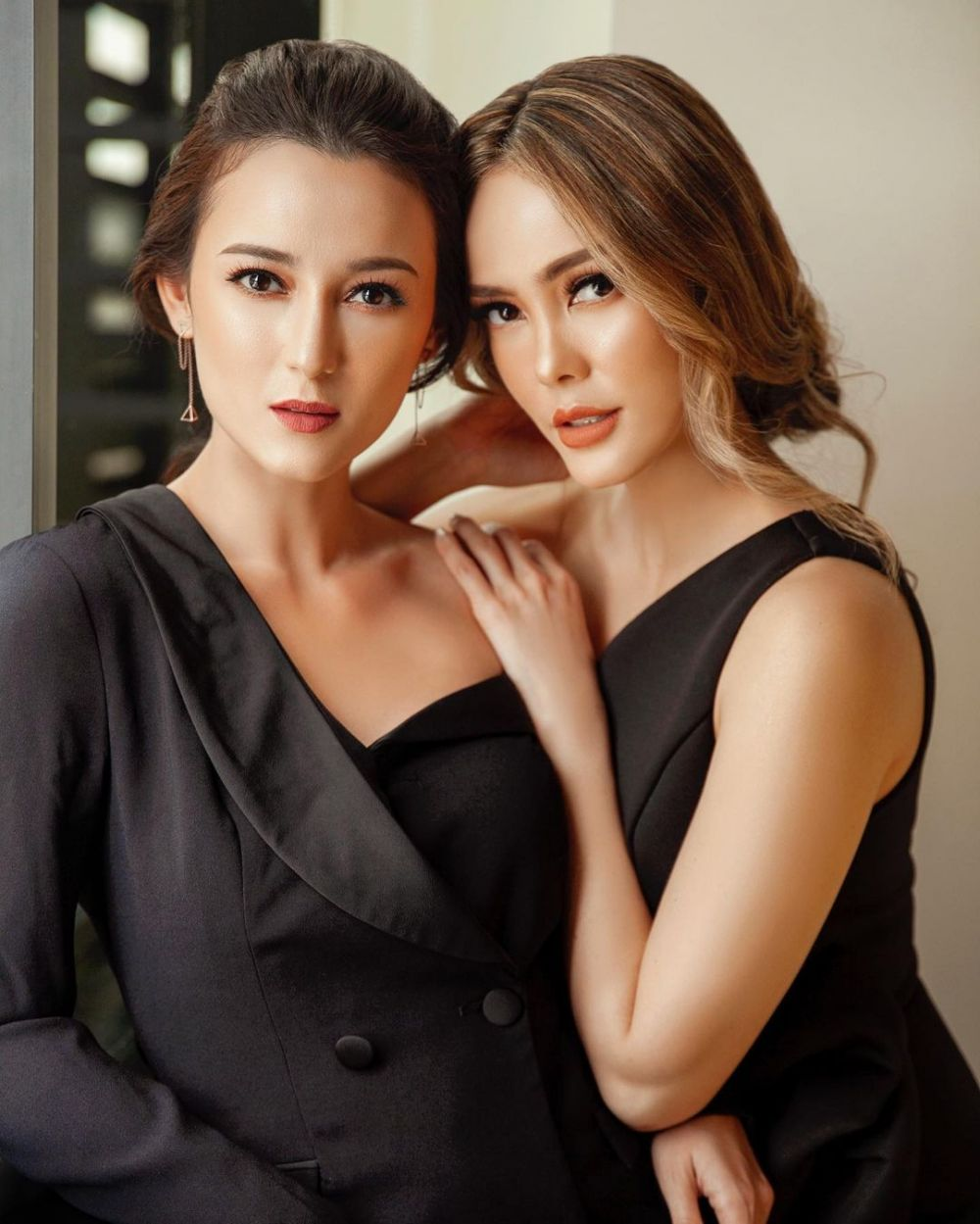 9 Photoshoot Cathy Sharon dan Julie Estelle, Sister Goals!