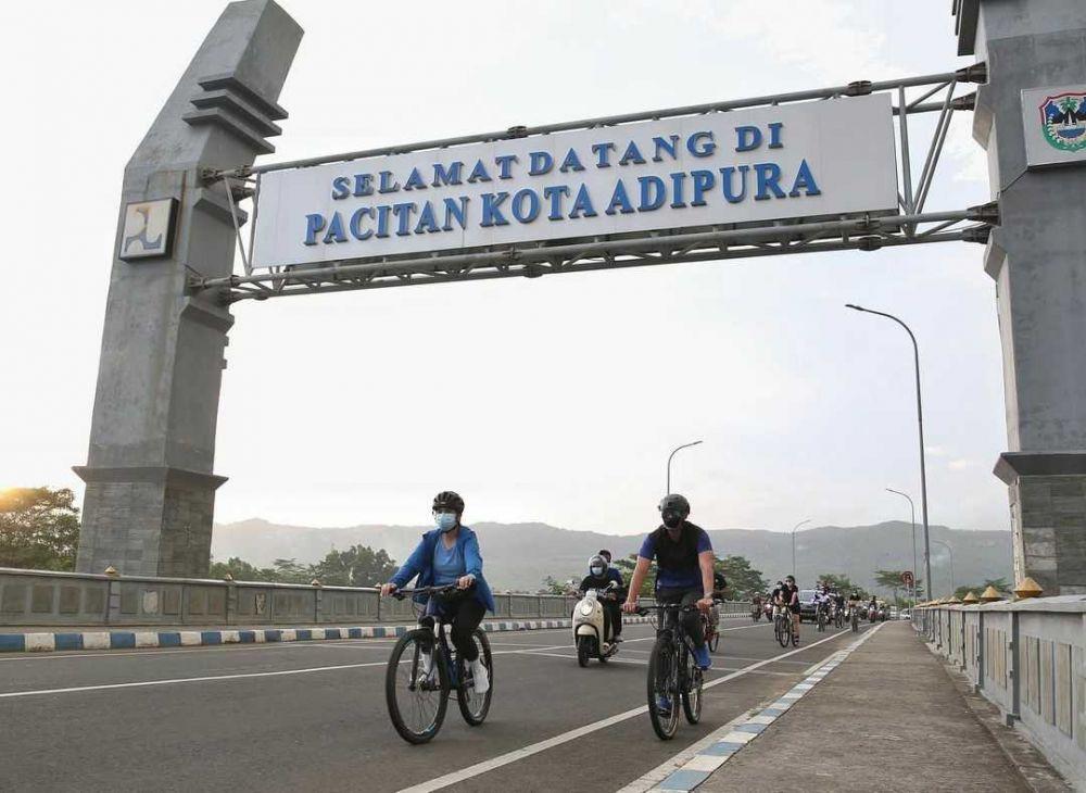 9 Potret Annisa dan Agus Yudhoyono  Berwisata Alam, Romantis Banget!
