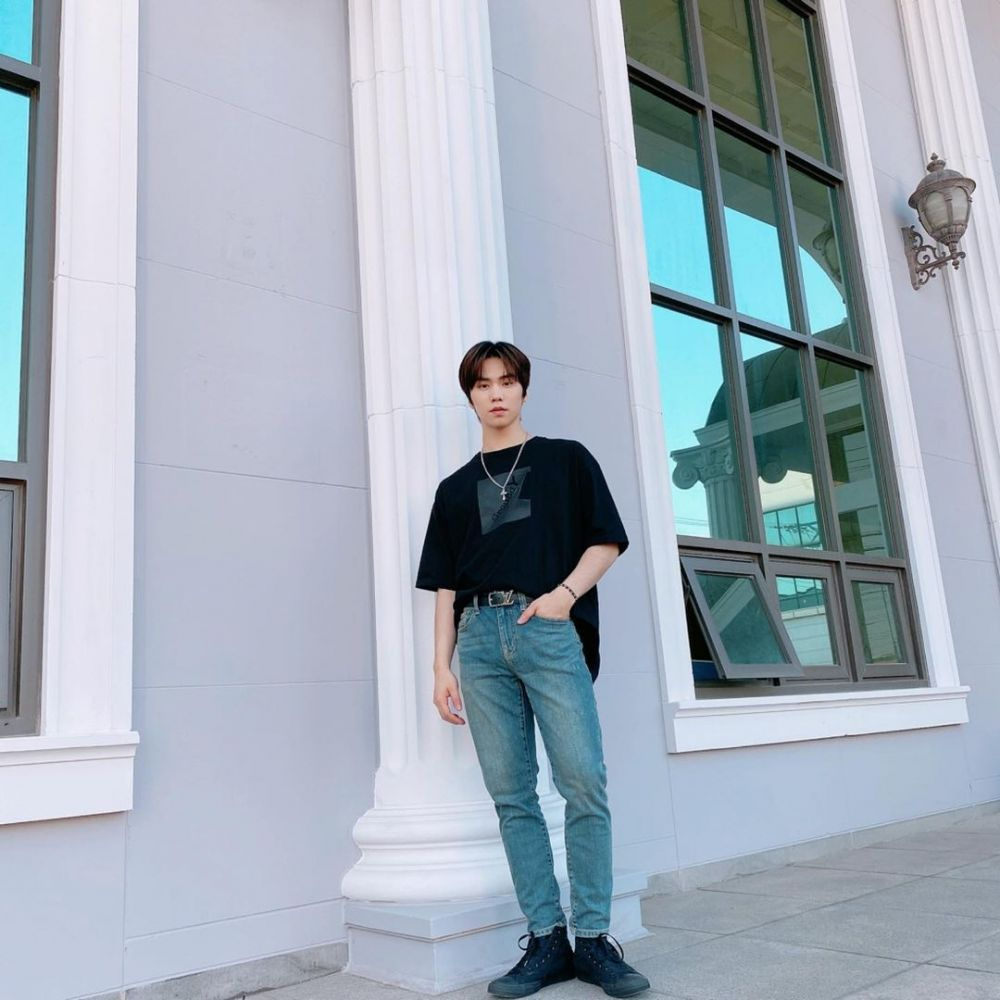 9 Ide Mix and Match Kaus ala Minhyuk ASTRO, Kasual Abis!