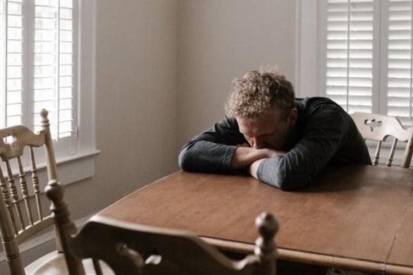 5 Dampak Negatif Jika Kita Terlalu Lama Galau Mikirin Doi
