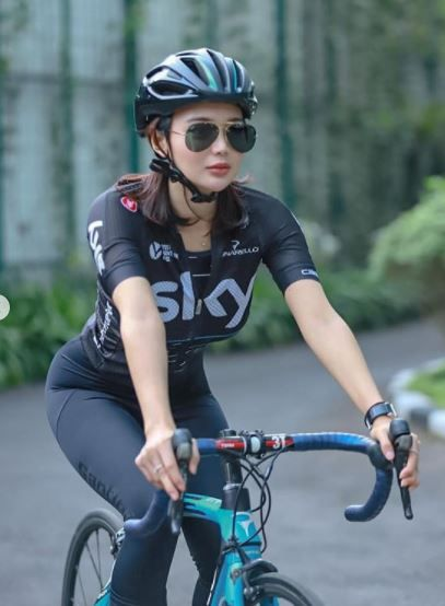 10 Potret Fit Wika Salim Saat Berolahraga, Bentuk Body Goals!