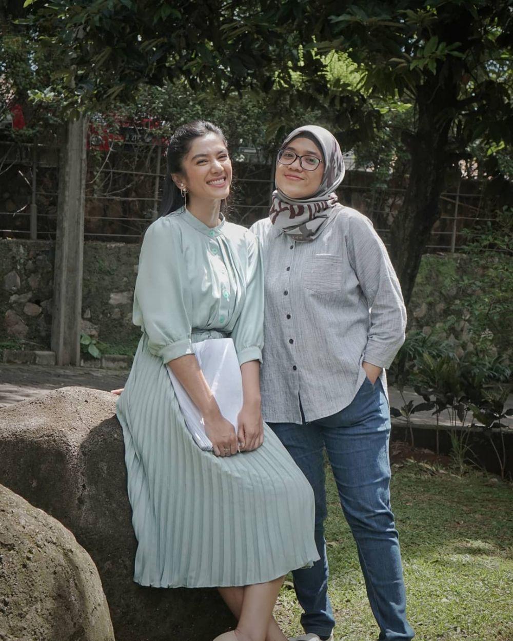 Akrab Bak Sahabat, 10 Kedekatan Fanny Ghassani dan Asisten Pribadi