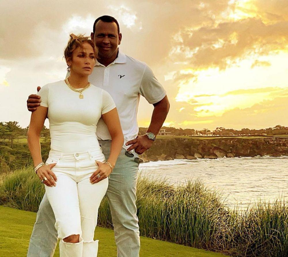 4 Tahun Pacaran Kini Putus, 10 Kenangan Mesra Jennifer Lopez dan Alex