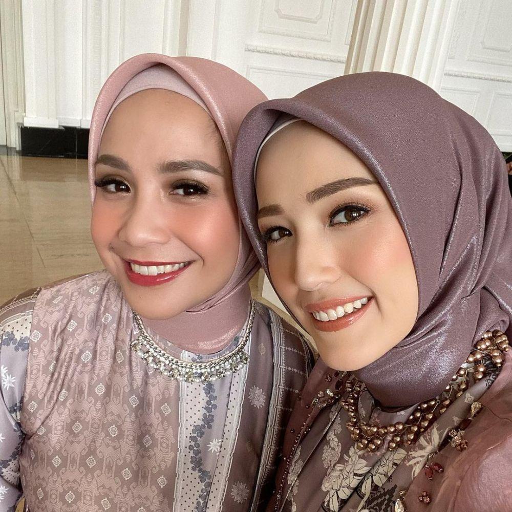 10 Potret Nagita Slavina dengan Hijab, Bikin Hati Adem!
