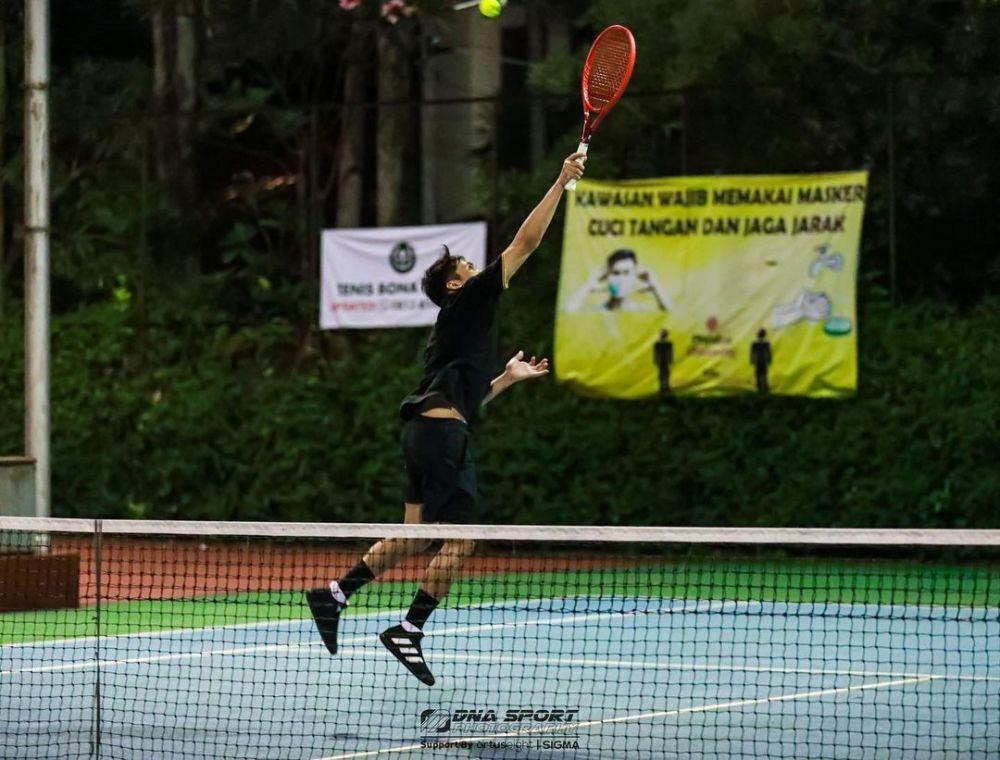 Bak Atlet Pro, 10 Potret Desta Main Tenis yang Sporty Abis