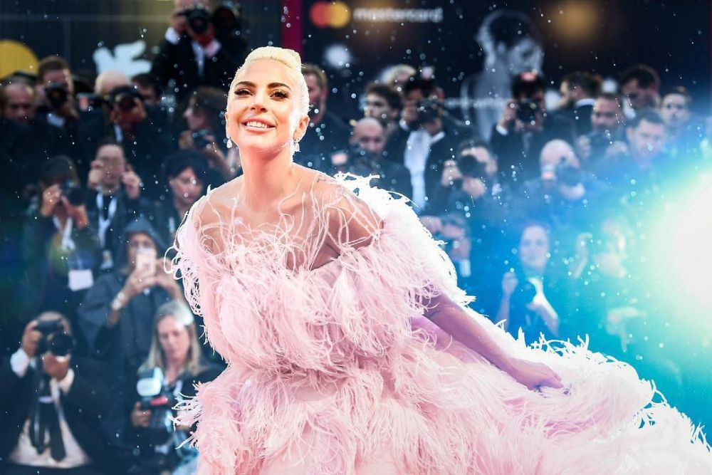 10 Artis Hollywood Ini Berjuang Sembuh dari Lupus, Tangguh!