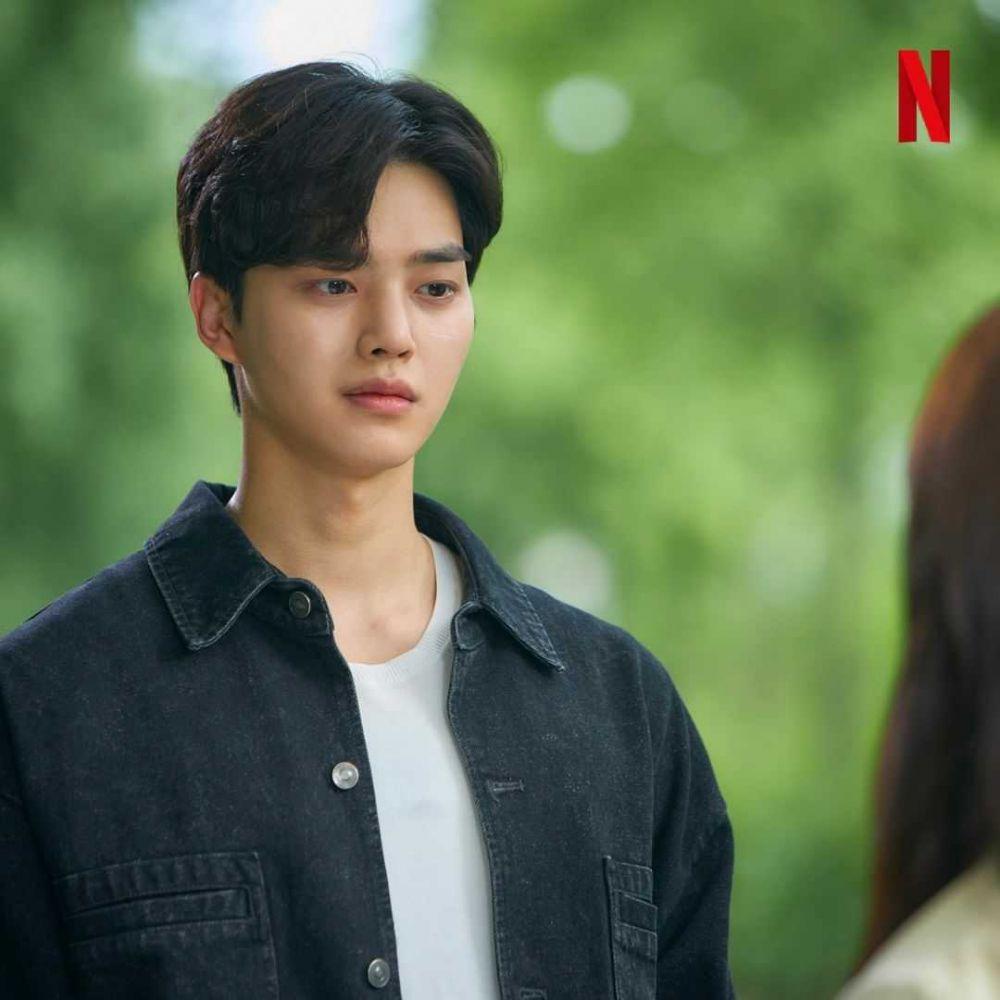 10 Potret Beda Gaya Song Kang dalam Drama Love Alarm vs Navillera