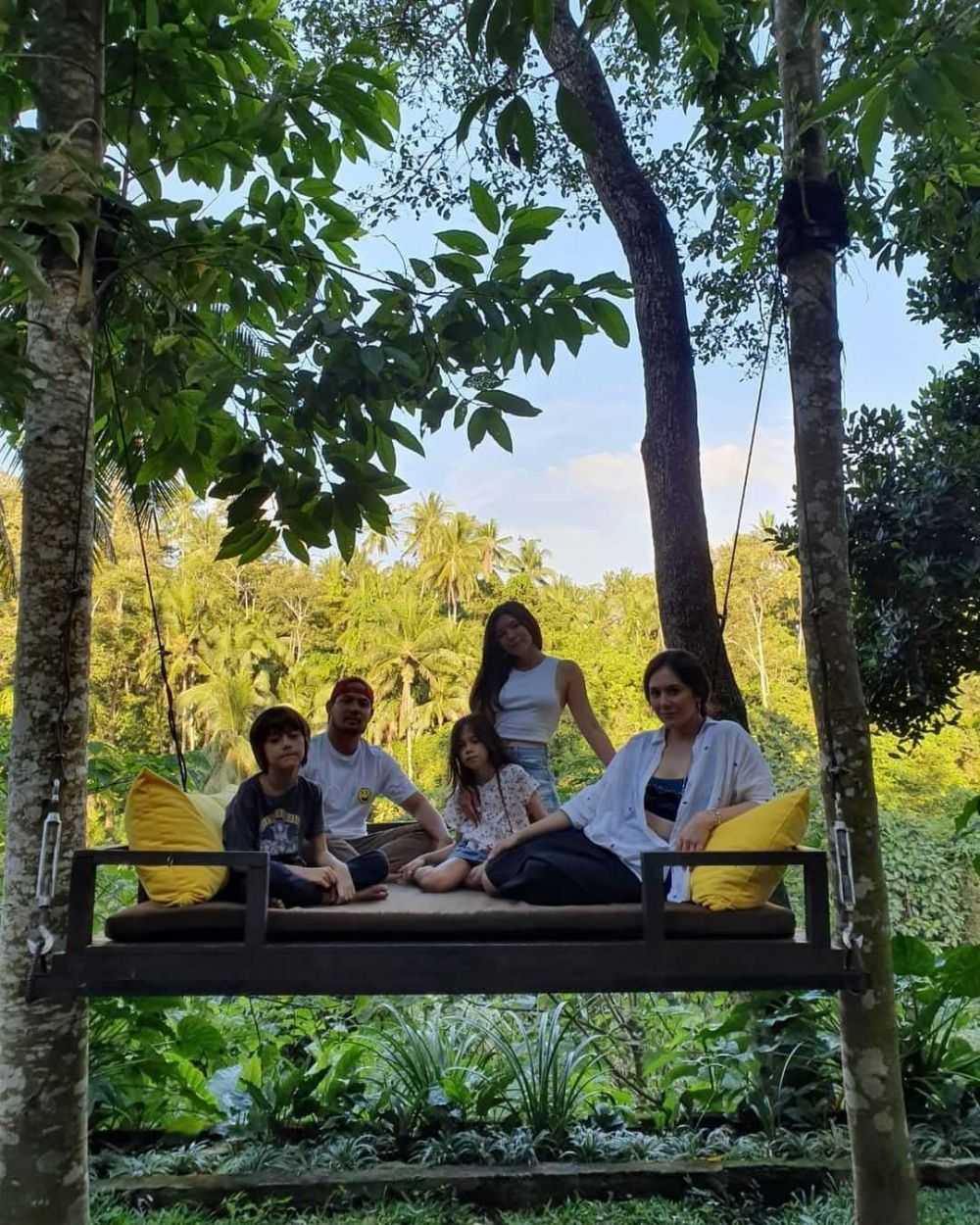 10 Potret Kebersamaan Wulan Guritno dan Suami Sebelum Gugat Cerai