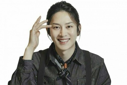 10 Potret Heechul Super Junior, Siap Main Drama Bareng Moon Ga Young