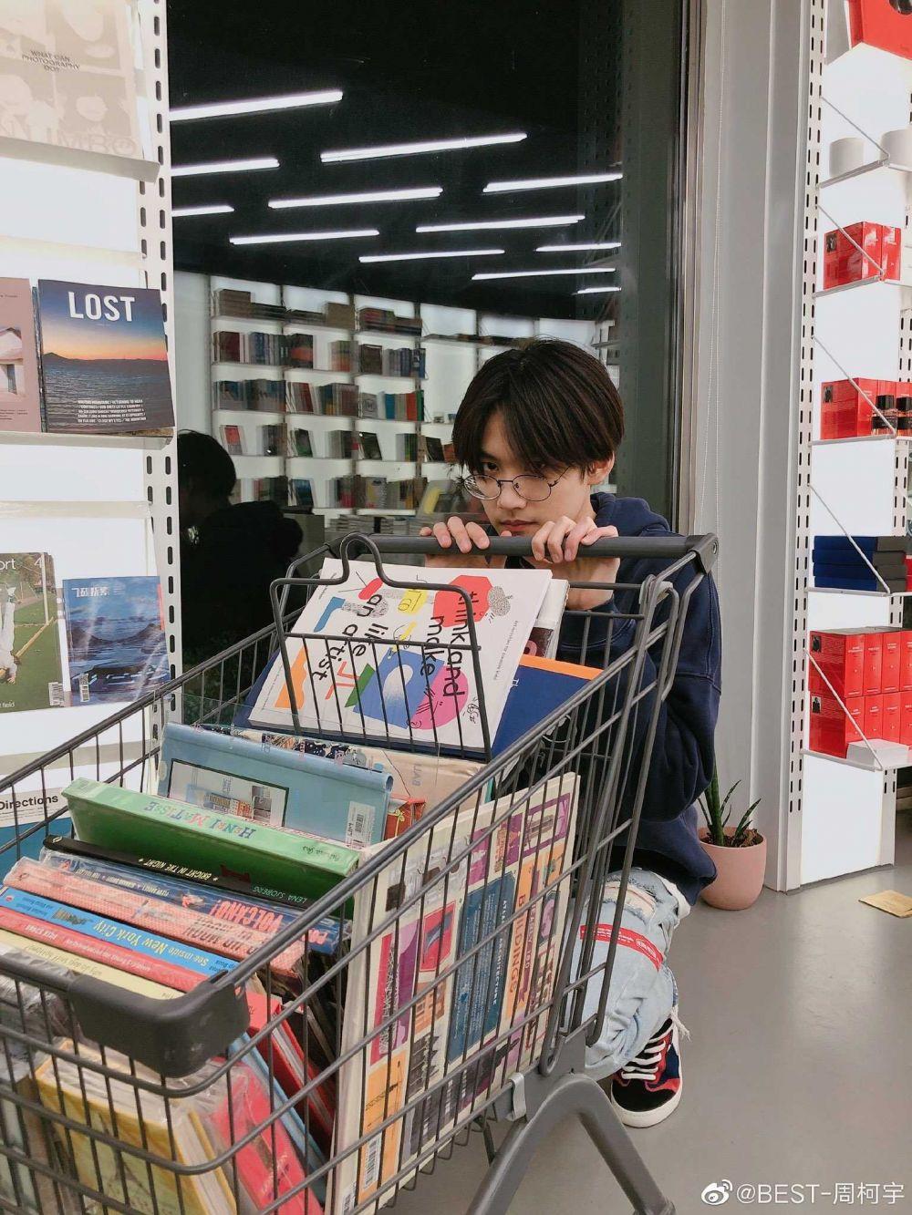 9 Fakta Zhou Keyu Pemeran Zhang Yang di CDrama Remember My Boy
