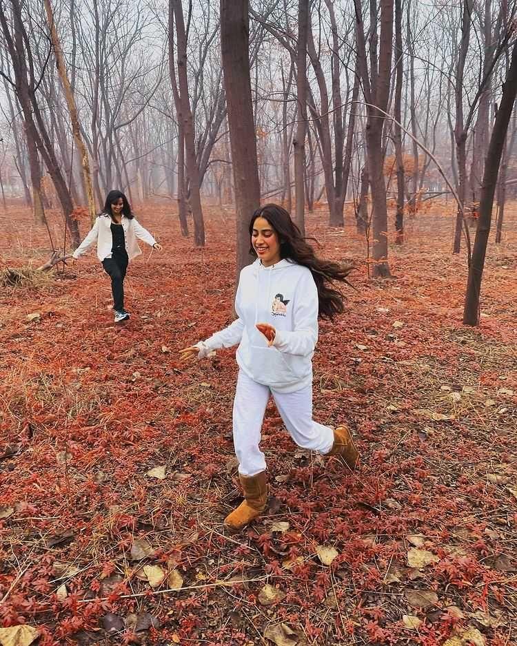 9 Potret Stunning Janhvi Kapoor di Usia 24, Putri Mendiang Sridevi!