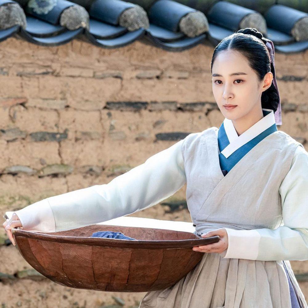 9 Potret Memesona Yuri SNSD Pakai Hanbok di 'Bossam: Steal The Fate'