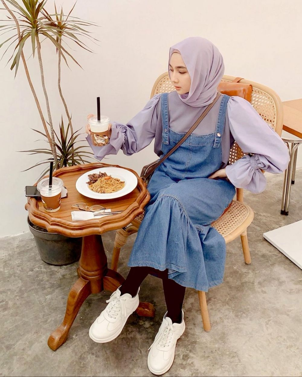 10 Ide Mix and Match Lilac Outfit ala Richa Etika, Tampil Fresh!