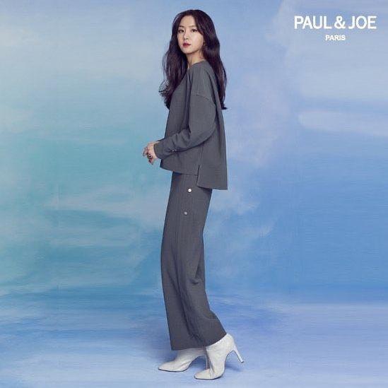 12 Inspirasi Outfit Kasual Seo Ji Hye, Cocok untuk Daily Outfit!