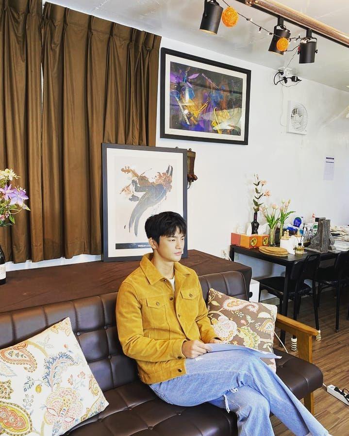 9 Ide OOTD Hangout ala Seo In Guk, Aktor KDramaDoom At Your Service