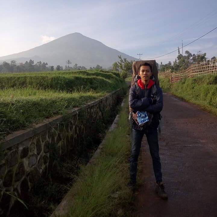 6 Jalur Pendakian yang Ada di Gunung Cikuray, Jalur Berakar Lebat
