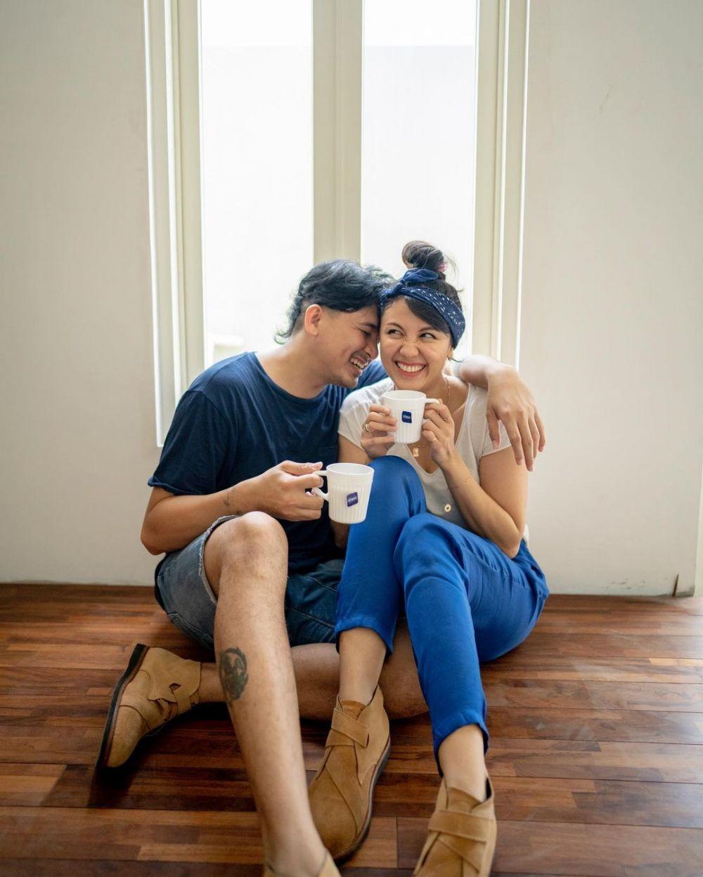 7 Tahun Menikah, 10 Potret Ryan Delon dan Sharena yang Makin Romantis