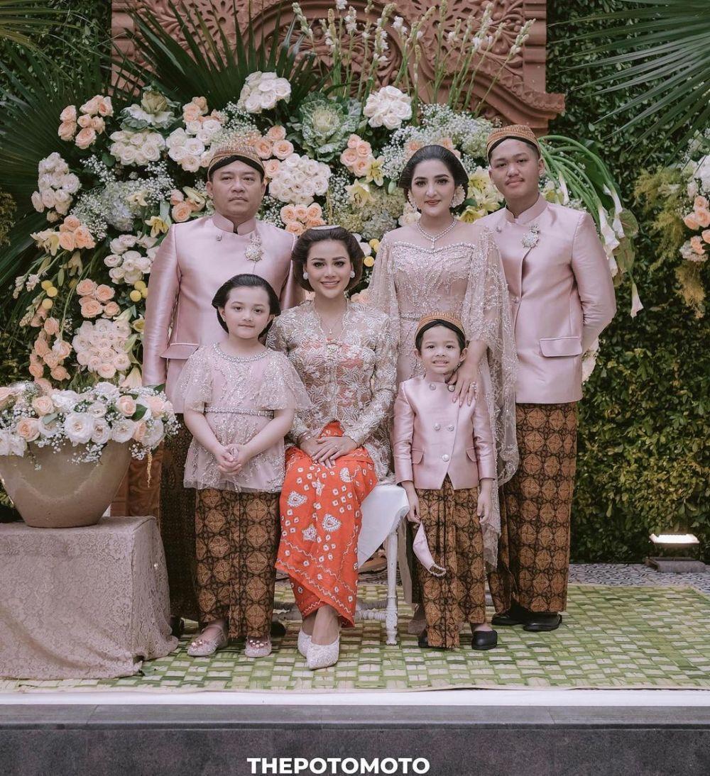 10 Gaya Keluarga Atta dan Aurel dari Lamaran hingga Syukuran Nikah