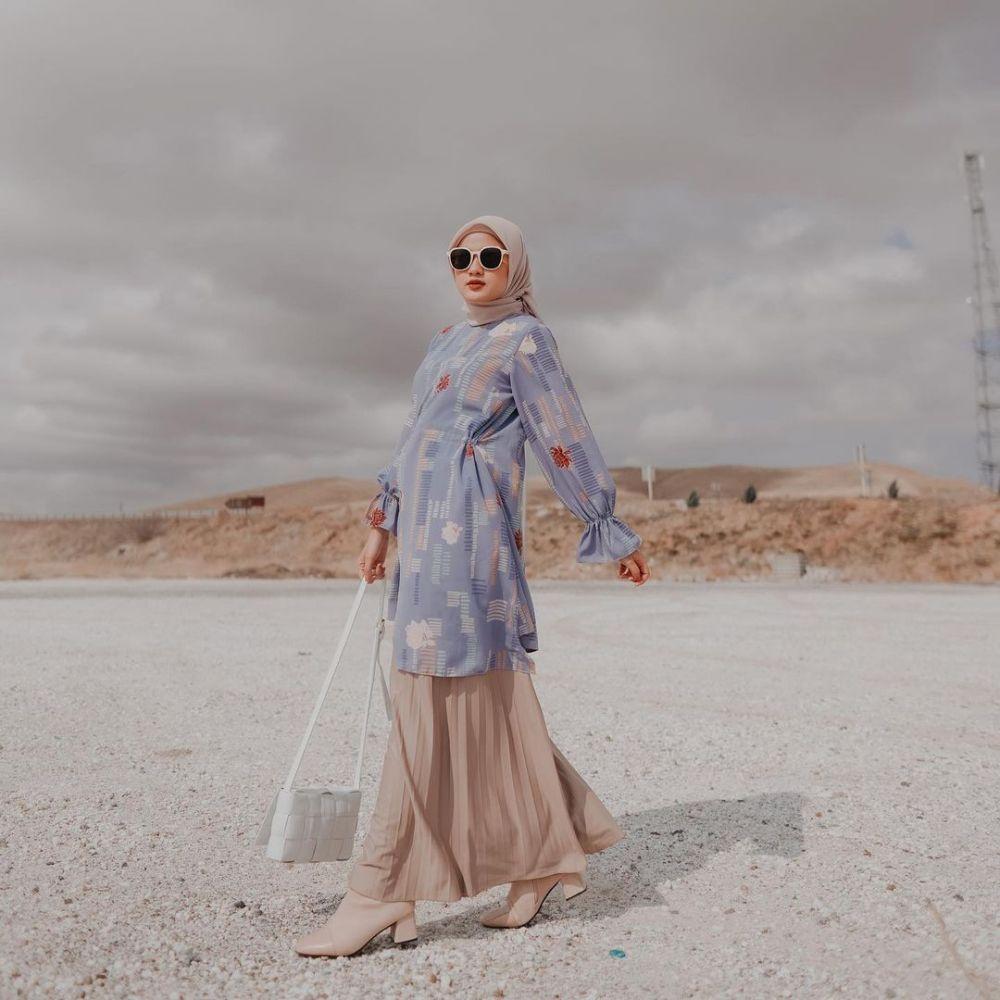 10 Ide Outfit Hijab dengan Tunik ala Selebgram Ivanka Fasha, Kekinian!