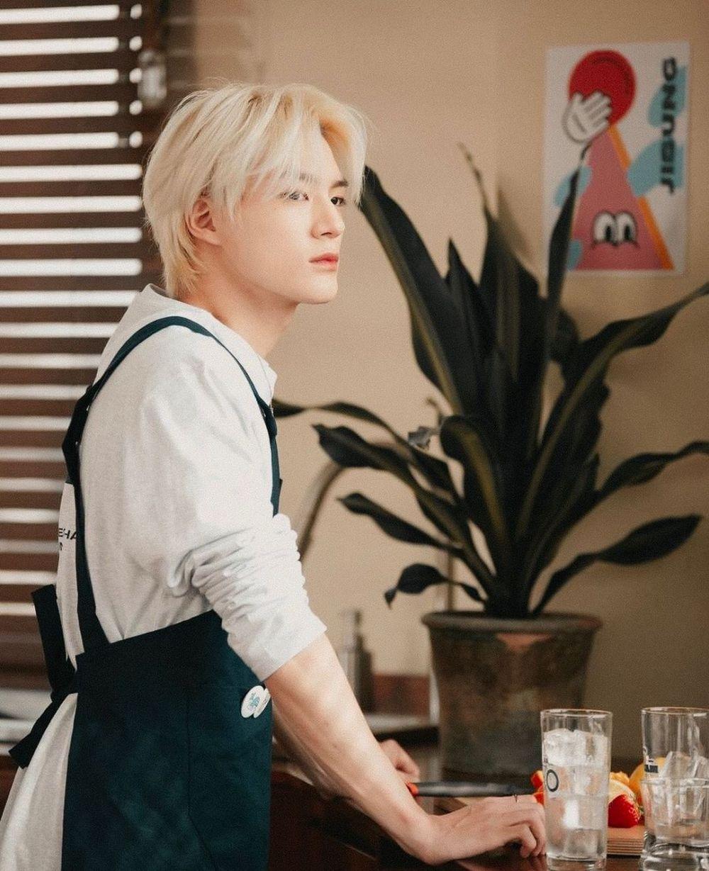 10 Potret Tampilan Terbaru Jeno NCT Dream dengan Mullet Hair, Memukau!