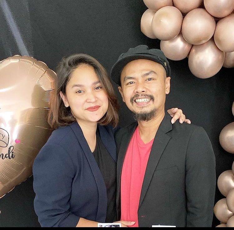 Anniversary ke-11, Potret Romantis Wendi dan Istri Bak Pengantin Baru