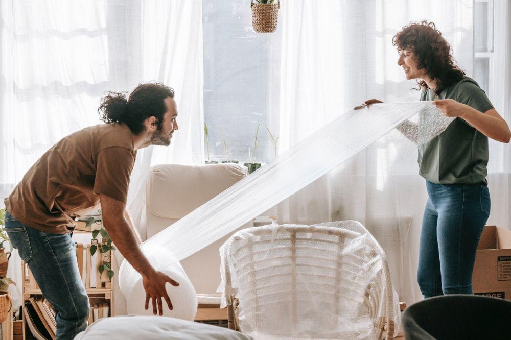 5 Alasan Hubunganmu dengan Pasangan justru Kian Menjauh