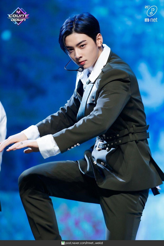 Siap Comeback, 10 Potret Stunning Cha Eun Woo ASTRO di Atas Panggung