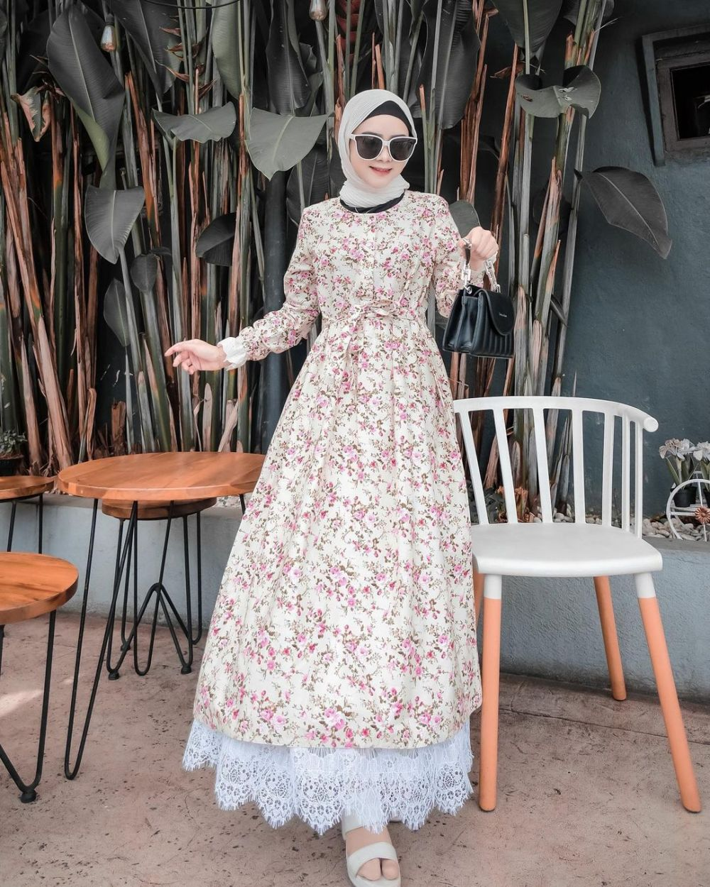 10 Ide Mix and Match Floral Outfit ala Nafisah Fauziyyah, Fresh!