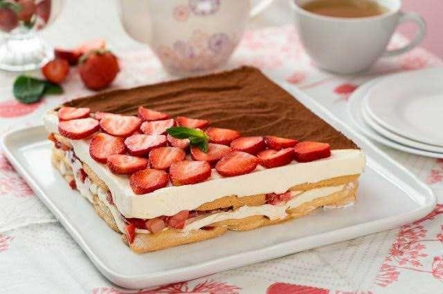 5 Kue Stroberi tanpa Dipanggang yang Siap Gantikan Camilan Manismu