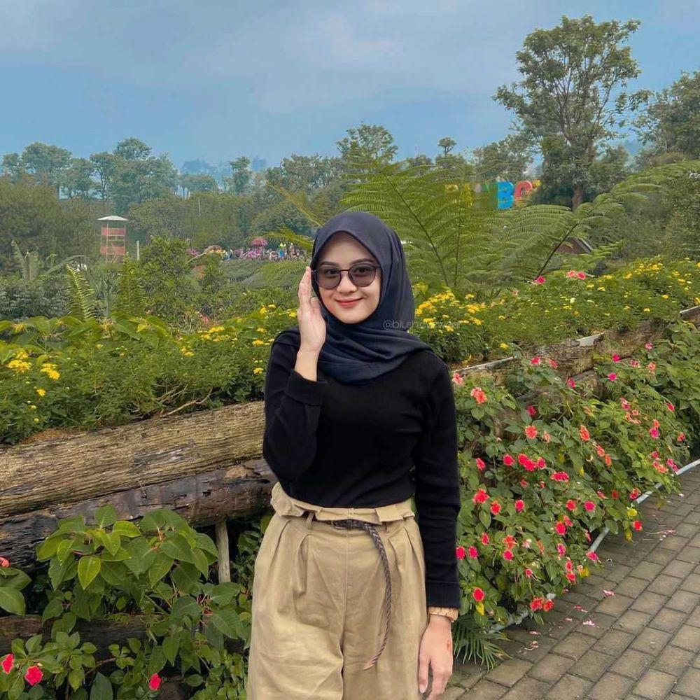 10 Ide Padu Padan Outfit Hijab Streetwear kece ala Alifhia Fitri