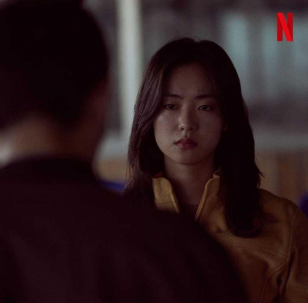 Tampil Badass, 10 Potret Jeon Yeo Bin di Film Night In Paradise