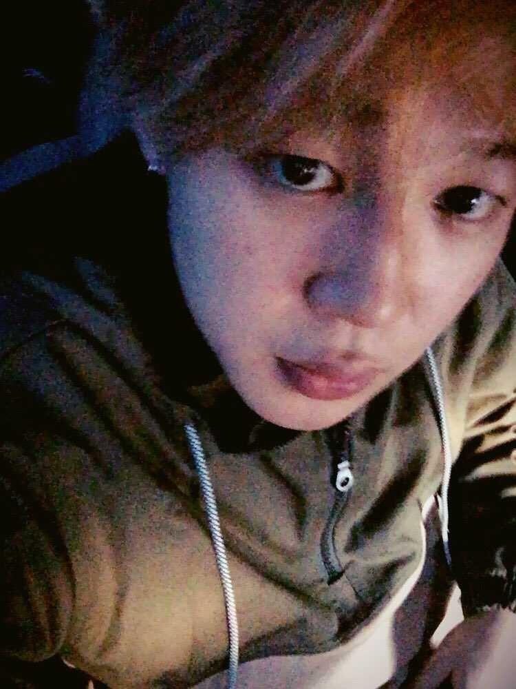 10 Potret Selfie Jadul Jimin BTS tanpa Makeup, Percaya Diri Banget!