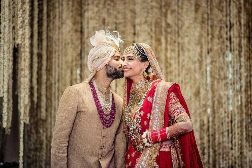 Throwback Momen Pernikahan 9 Artis Top Bollywood, Sakral dan Meriah!